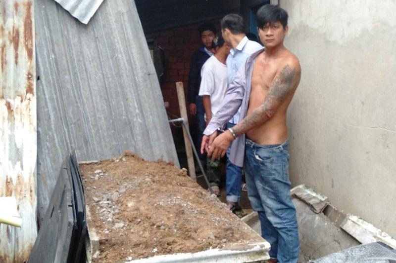 Tiền Giang: Bắt nam thanh niên vác búa đập mộ của cậu ruột