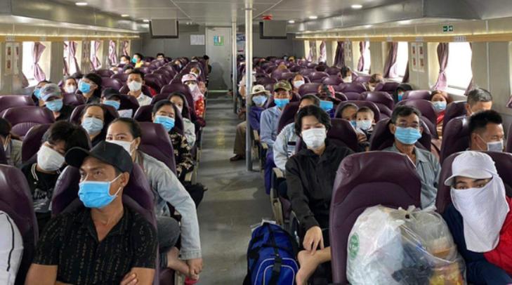 Kiên Giang: đưa gần 200 giáo viên, học sinh, người dân bị kẹt trong đất liền về các xã đảo