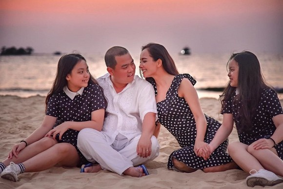 """Phỏng vấn siêu mẫu Thúy Hạnh chuyện cả nhà """"bị kẹt"""" 3 tháng giữa đảo vì dịch: Khốn khổ chuyện con học online, về được Sài Gòn mới thấy không đâu bằng nhà mình"""